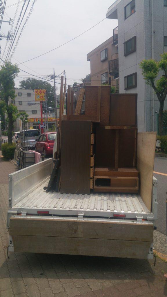 不用品回収途中トラック