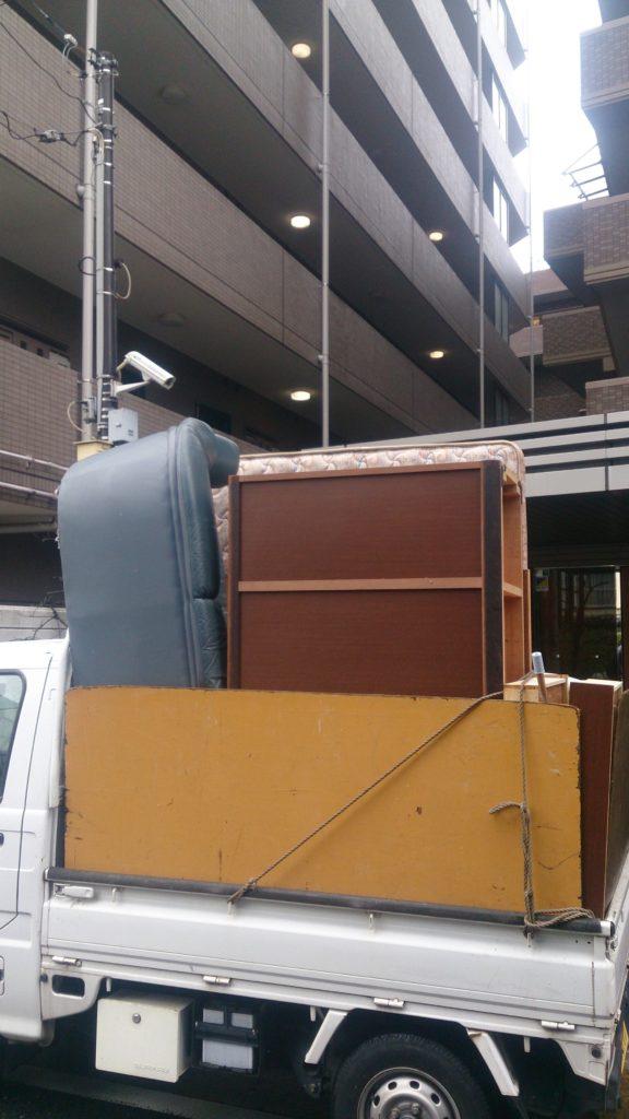 不用品回収後の軽トラック