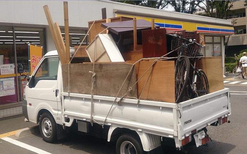 東京で不用品回収後2トン平トラック